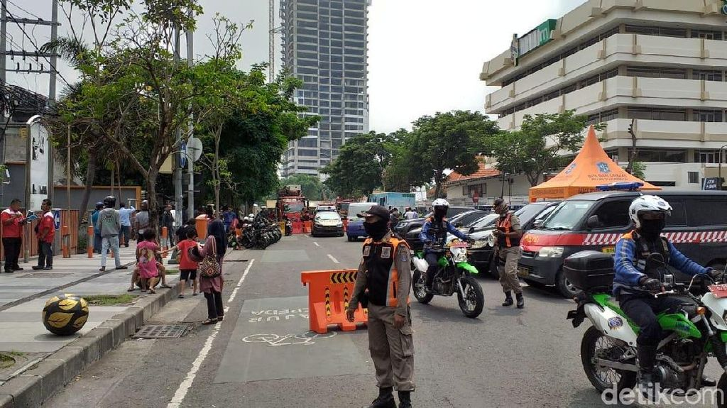 Pascaambles, Aktivitas Perkantoran di Jalan Gubeng Tetap Normal