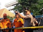 Polisi Sterilkan Bangunan yang Terdampak Jalan Gubeng Ambles