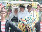 Hadiri Deklarasi Ulama Se-Madura, Jokowi Naik Delman Bareng Yenny Wahid
