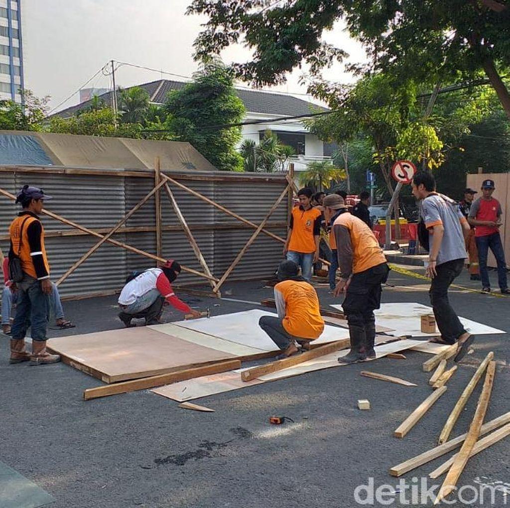 Lokasi Jalan Gubeng Ambles Ditutup Seng dan Triplek