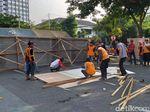 Lokasi Jalan Raya Gubeng Ambles Ditutup Seng dan Triplek