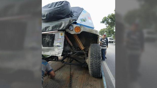 Mobil Listrik Blits Alami Kecelakaan