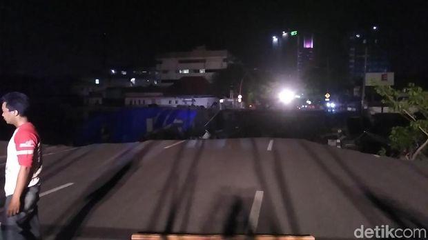 Pemkot Surabaya menduga ada kesalahan dalam pengerjaan proyek sehingga terjadi tanah ambles