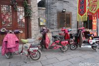 Sepeda listrik di parkiran (Bonauli/detikTravel)