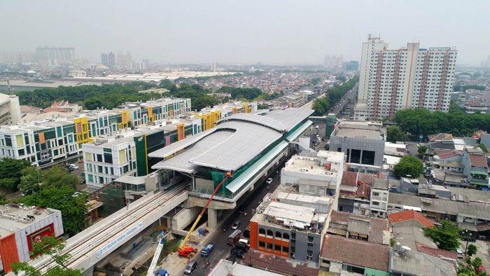 Proyek light rail transit (LRT) Jakarta terus dikerjakan. Istimewa/PT LRT Jakarta.