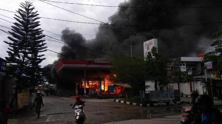 SPBU terbakar di Makassar Foto: SPBU terbakar