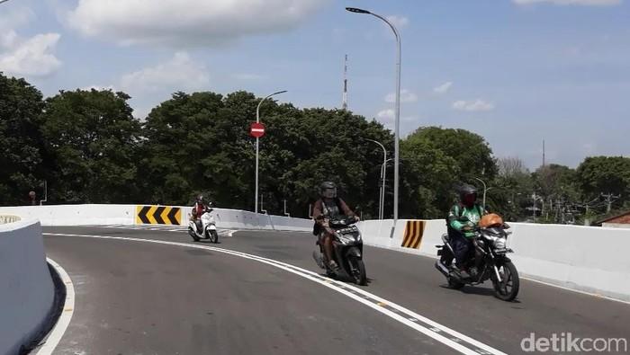Uji coba Flyover Manahan Solo untuk umum