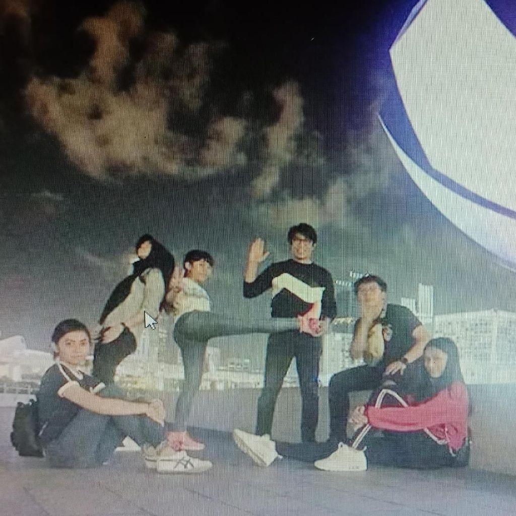 Parto Unggah Foto Bareng Keluarga, Netizen Lihat Awan Berlafaz Allah