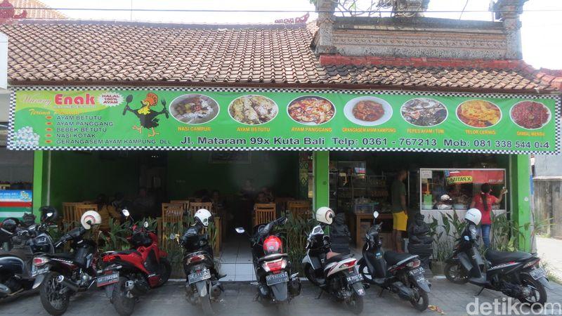 Ada lho ayam betutu enak di tengah Kuta. Ada hidden gem berupa wisata kuliner Warung Enak di Jl Mataram No 99X, Kuta, Bali (Fitraya/detikTravel)