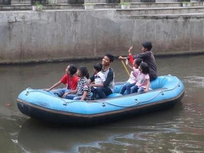 Wisata Murah di Bandung, Susur Sungai Naik Perahu Karet