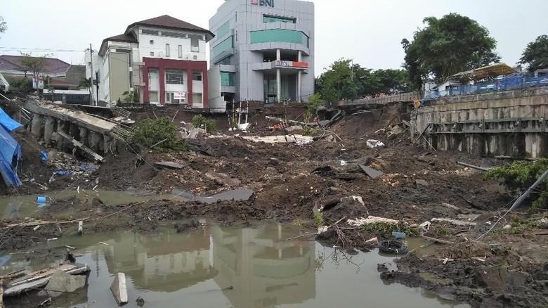 Kontraktor Proyek yang Diduga Bikin Jalan Gubeng Ambles Terdakwa Korupsi