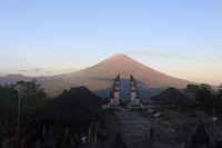 Bule Ini Kecewa dengan Foto di Candi Lempuyang, Bali