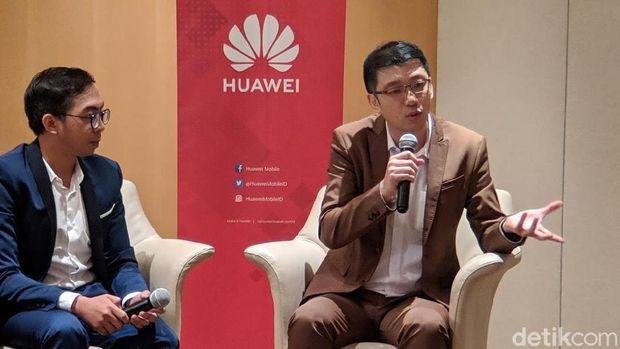 Lo Khing Seng, Deputy Country Director Huawei Device Indonesia (kanan)