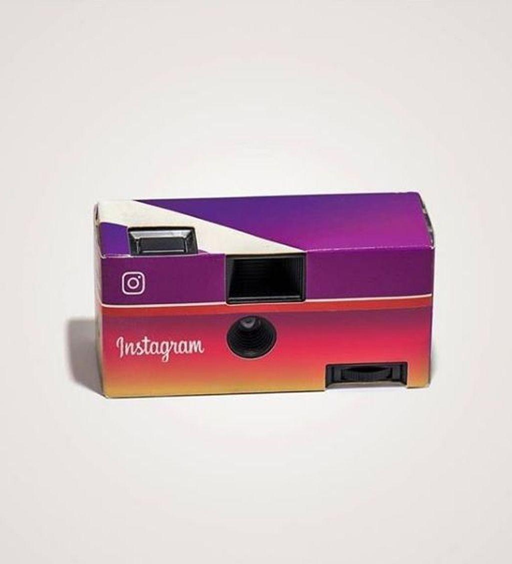 Instax zaman sekarang pun mungkin juga akan lucu jika dibalut warna tema Instagram seperti Fling Camera ini. Foto: Instagram/takemymoney