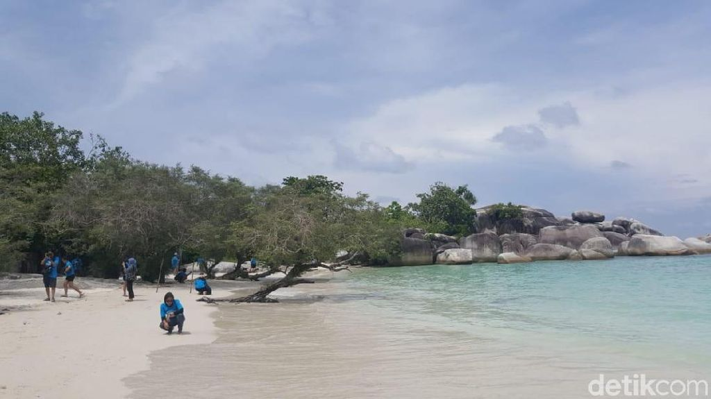 Tahun Baru di Belitung? ke Pantai Laskar Pelangi Saja