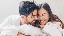 5 Kisah Cinta Unik 2018, Bertemu Jodoh karena Bisul hingga di Taksi Online