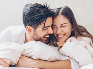 Pasangan yang Sering Foto Selfie Mesra, Kurang Bahagia?