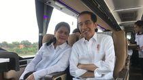 Foto: Momen Jokowi dan Iriana Naik Damri Jajal Trans Jawa
