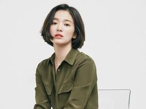 Jadi Model Sepatu, Kecantikan Song Hye Kyo Disebut Seperti Bidadari