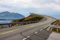 Jembatan yang menegangkan di Atlantic Road (iStock)