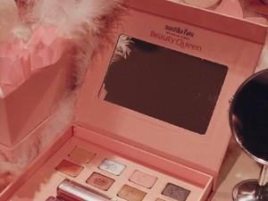 Mustika Ratu dan Claudia Setyohadi Rilis Makeup Pallete untuk Millennial