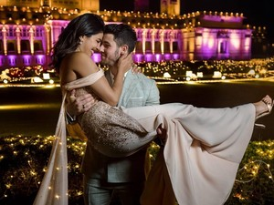 Momen Artis Merayakan Tahun Baru 2019, Kylie Jenner hingga Priyanka Chopra