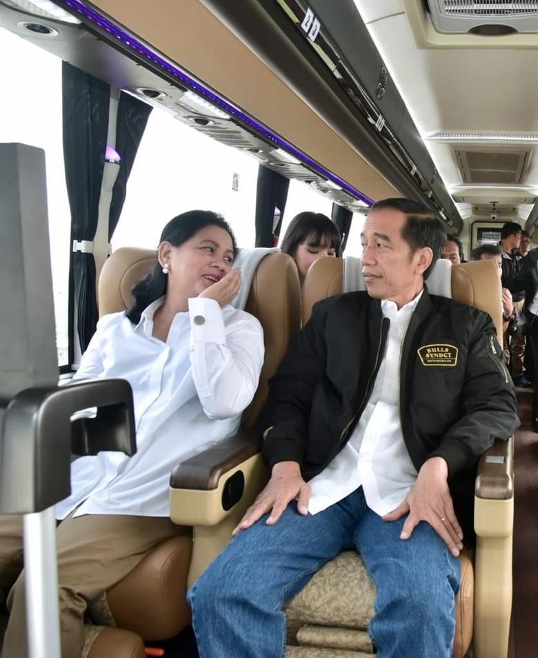 Hasil gambar untuk Jokowi Naik Pesawat Mewah