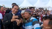 Gaya Jokowi Nge-vlog Pakai iPhone