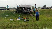 MPV Tabrak Pembatas Jalan di Tol Madiun, Empat Orang Luka