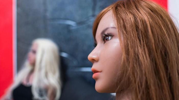 Ilustrasi boneka seks, boneka yang mantap akan dinikahi binaragawan. (Foto: Lukas Schulze/Getty Images)