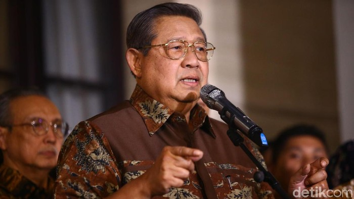 Ketum Gerindra Prabowo Subianto melakukan pertemuan dengan Ketum Partai Demokrat (PD) Susilo Bambang Yudhoyono. Pertemuan berlangsung di kediaman SBY, Mega Kuningan, Jakarta Selatan, Jumat (21/12/2018).