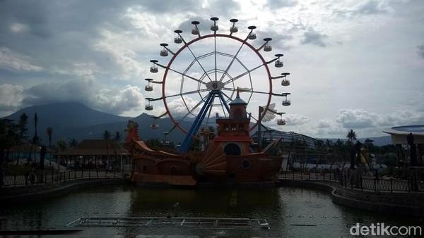 Menjadi taman rekreasi tematik keluarga terbesar di Jawa Tengah, Saloka Theme Park mempunyai luas 12 hektar. Ada 25 wahana yang tersedia untuk traveler (Eko Susanto/detikTravel)