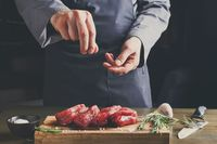 Mau Bikin Roast Beef ala Resto? Ikuti Tips Membumbui dari Chef Stefu ini