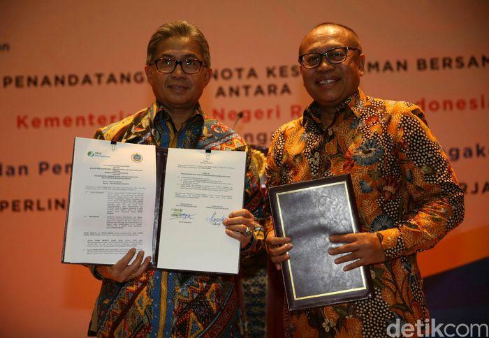 BPJS Ketenagakerjaan dan Kemenlu sepakat untuk melakukan kerja sama di bidang pertukaran dan pemanfaatan data terkait pekerja migran Indonesia, sosialisasi bersama, dan melaksanakan kerja sama strategis lainnya dalam rangka mewujudkan perlindungan jaminan sosial bagi pekerja migran.