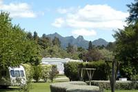 Fasilitasnya seperti spa, kolam renang, perpustakaan sampai tempat barbeque. Benar-benar cocok untuk liburan (Katikati Naturist Park)