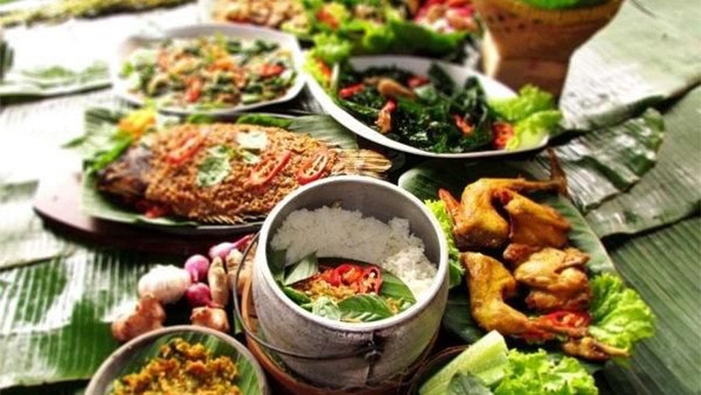 Ajak Ibu Makan Spesial di 5 Restoran Lesehan di Garut