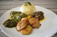 Lokapadi: Mantap! Makan Siang dengan Jengkol Balado dan Telur Barendo