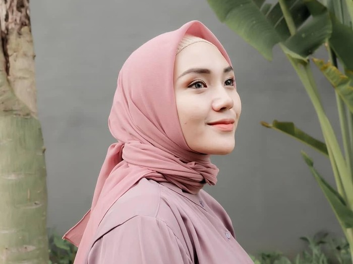 Tips Pilih Hijab Yang Nyaman Ala Youtuber Cantik Ranie Karlina