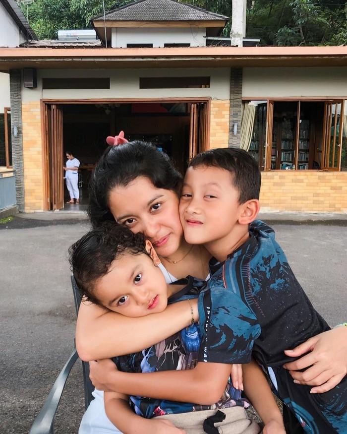 Lama tak terlihat di layar kaca, Marcella kini sibuk mengurus dua buah hatinya. Ia juga menjadi bagian dari Persatuan Artis Film Indonesia (PARFI). Foto: Instagram marcella.zalianty
