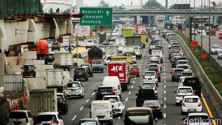 Tol Jakarta-Cikampek Macet, Begini Penampakannya
