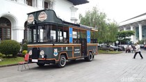 Genjot Pariwisata, Pemprov Jabar Hibah Bus Wisata ke-13 Daerah