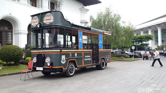 Hibah bus pariwisata di 27 kabupaten kota (Foto: Mochamad Solehudin)