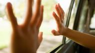 Terlupakan oleh Ayahnya, Bocah 4 Tahun Tewas di Dalam Mobil