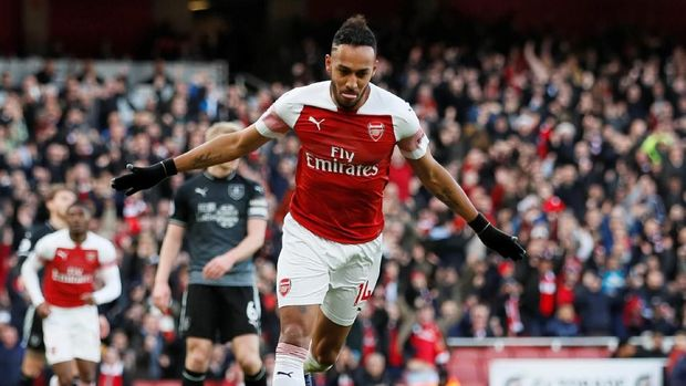 Pierre-Emerick Aubameyang tertinggal satu gol dari Mohamed Salah.