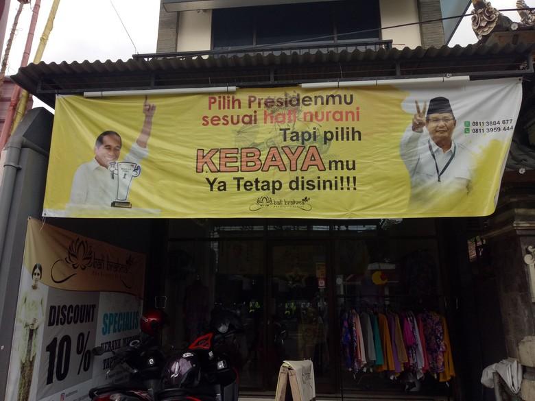 Foto Jokowi-Prabowo Jadi Iklan Toko Kebaya di Bali