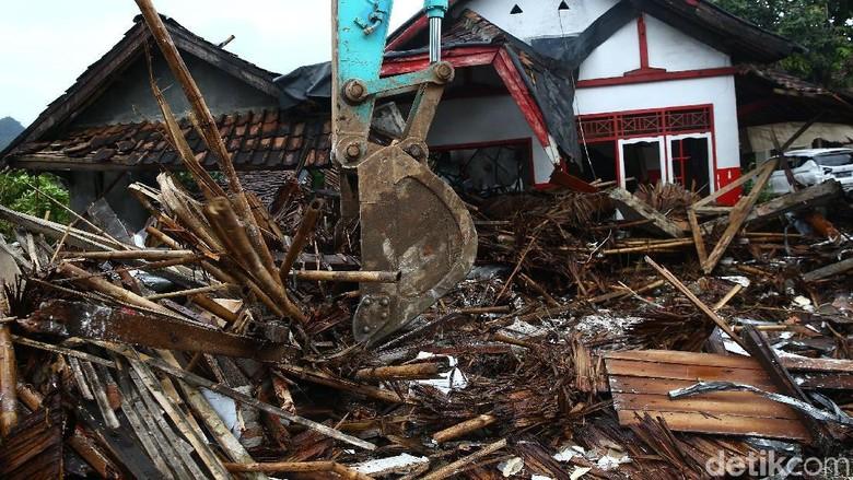 CT Arsa Foundation Buka Donasi untuk Korban Tsunami Selat Sunda
