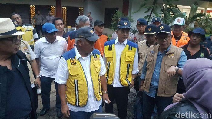 Foto: Menteri Basuki ke lokasi tsunami Banten (Bahtiar/detikcom)