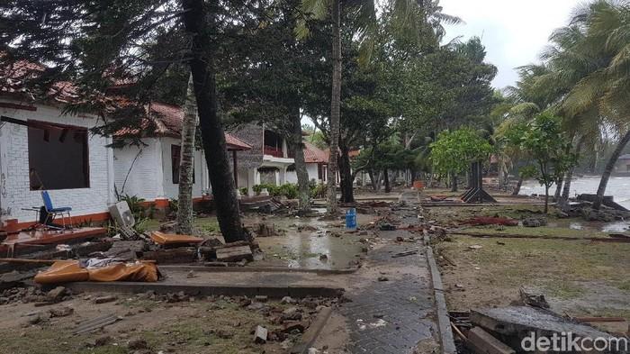 Suasana di dekat Pantai Anyer usai tsunami. (Foto: Bahtiar Rifai/detikcom)