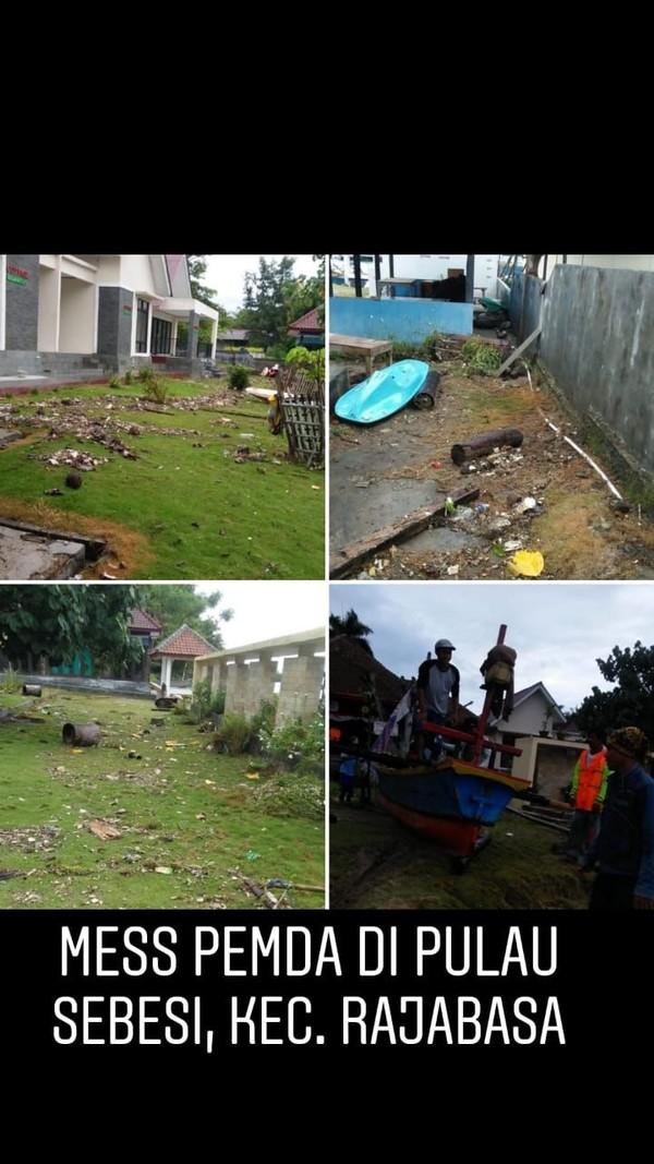 Tsunami menghantam Pantai Anyer di Banten dan pesisir Lampung Selatan pada Sabtu (22/12) malam. Beberapa tempat wisata dan penginapan hancur (dok Kemenpar)