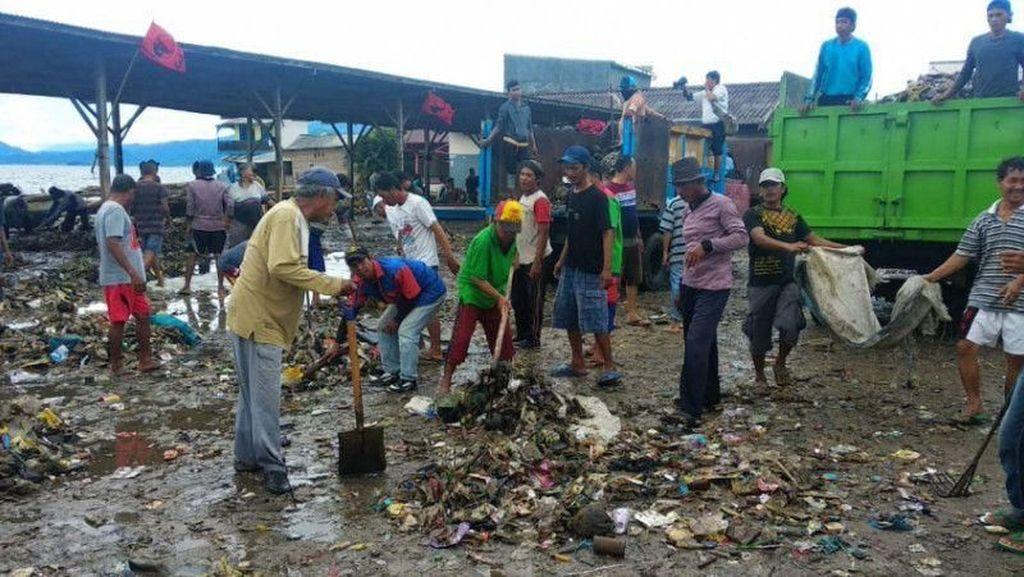 Tsunami Lampung, Warga Pesisir Mengungsi ke Kantor Gubernur